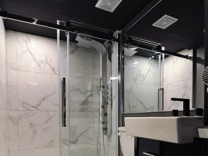 Chambre luxueuse - douche - Complexe Hotelier Le 55