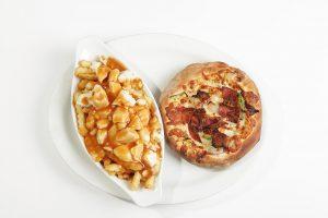 Pizza poutine - Complexe Hotelier Le 55