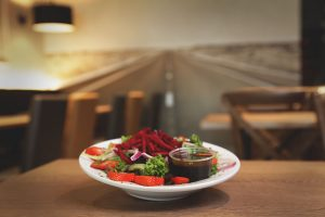 Salade betterave et fraise - Complexe Hotelier Le 55