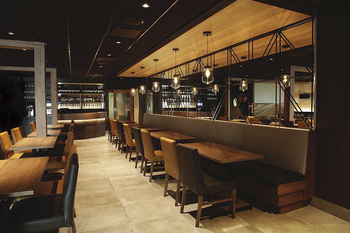 salle manger banquette resto bar le cinquante cinq. Black Bedroom Furniture Sets. Home Design Ideas